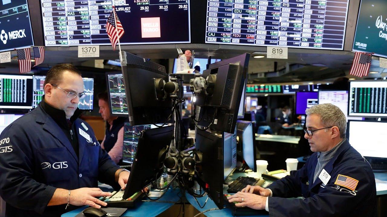Мир набросился на американские акции и массово распродает облигации