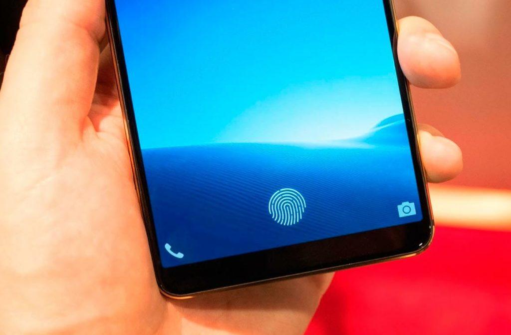 Создан первый в мире датчик, способный распознавать отпечатки пальцев на площади всего ЖК-дисплея