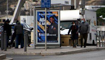 Французам порекомендовали молчать и не пользоваться телефонами