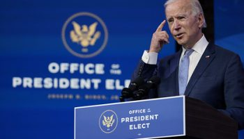 Конгресс США на фоне беспорядков утвердил избрание Байдена президентом
