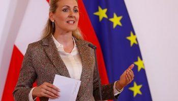 Министр труда Австрии ушла в отставку из-за обвинений в плагиате