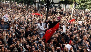 Протесты в Тунисе привели к беспорядкам и сотням задержаний