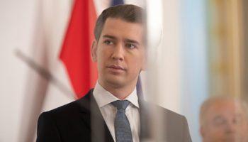 Австрия призвала не вмешивать политику в обсуждение российской вакцины