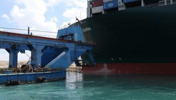 Названо число стоящих в очереди на проход через Суэцкий канал судов