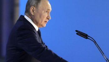 Социальные выплаты от государства стали угрозой для экономики РФ